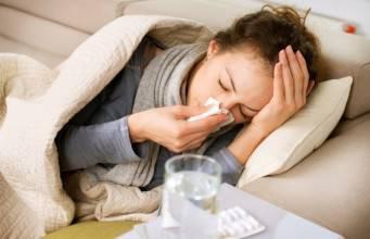 Influenza: sintomi, cure e rimedi naturali della nonna per combattere la febbre