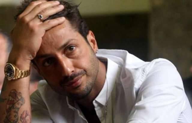 Fabrizio Corona rischia di tornare in carcere per una foto su Facebook