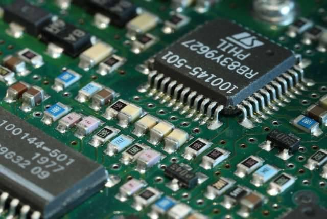 Semplificare un progetto di schemi e PCB evidenziando reti in Altium Designer