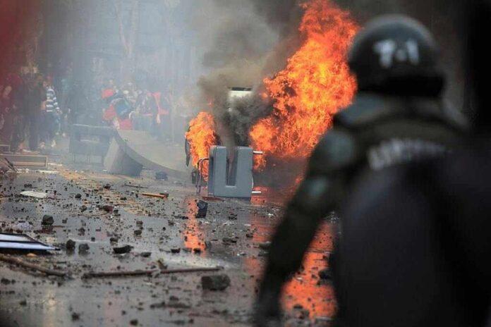 La violenza non è la giusta risposta alla protesta.